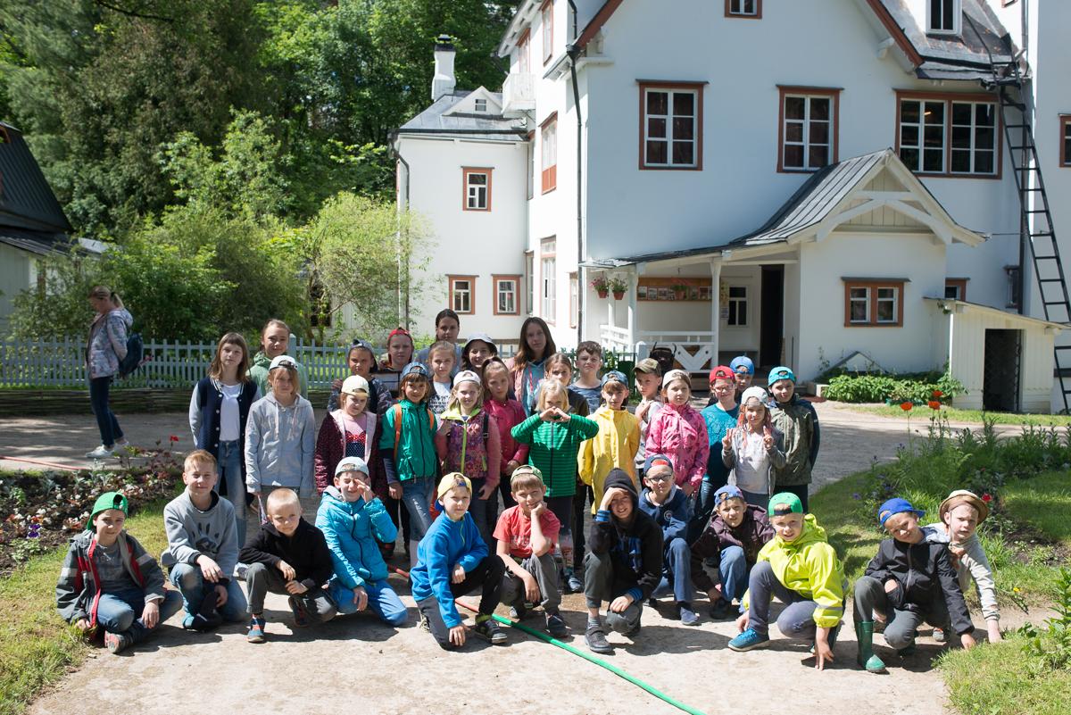 Жители ДРП отправились в дом-музей В.Д. Поленова